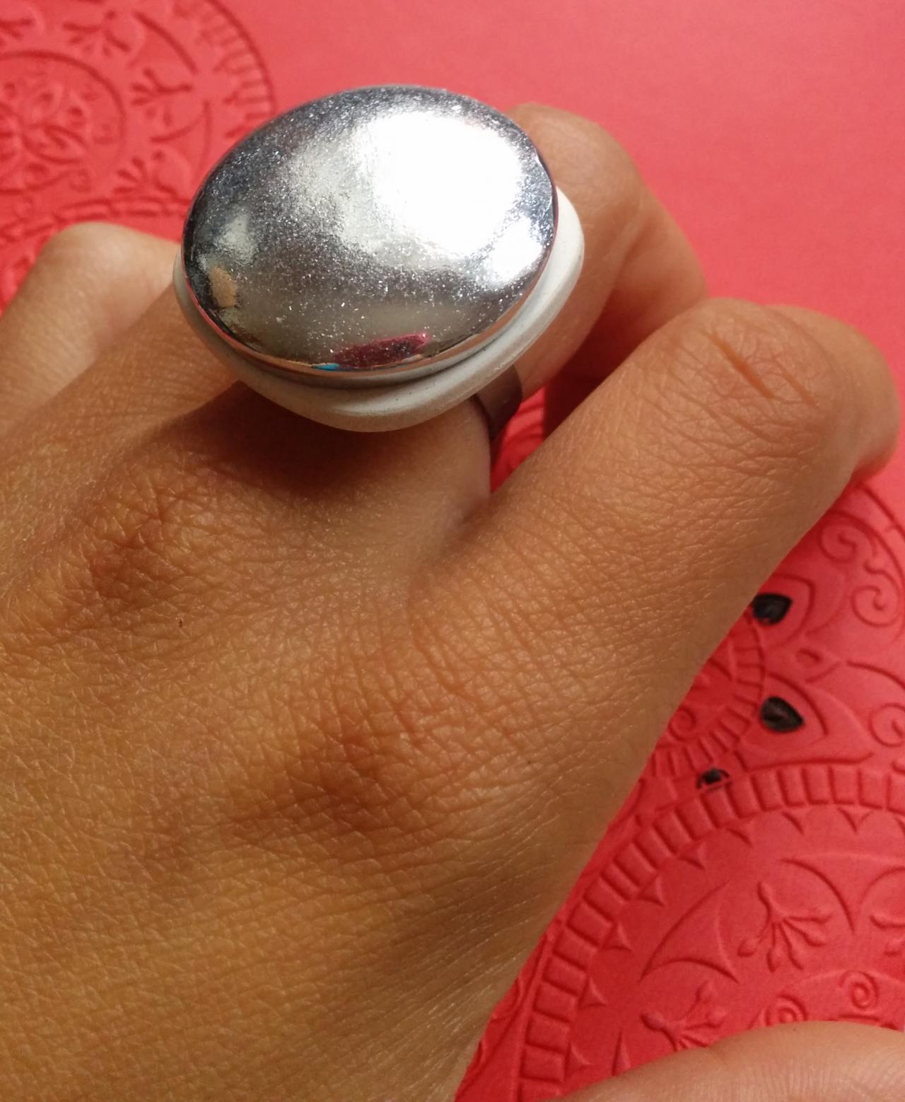 Big shiny silver cabochon ring